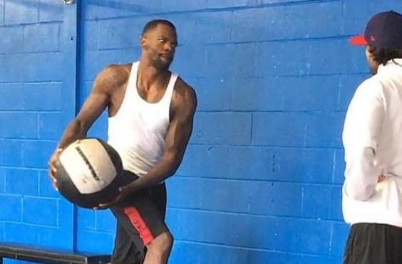 戴德蒙谈其场上作用:上场送出几个盖帽,抢下几个进攻篮板