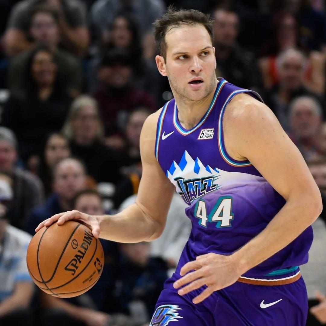 波格丹诺维奇:我打了30多分钟只有一个篮板,我必须要提升