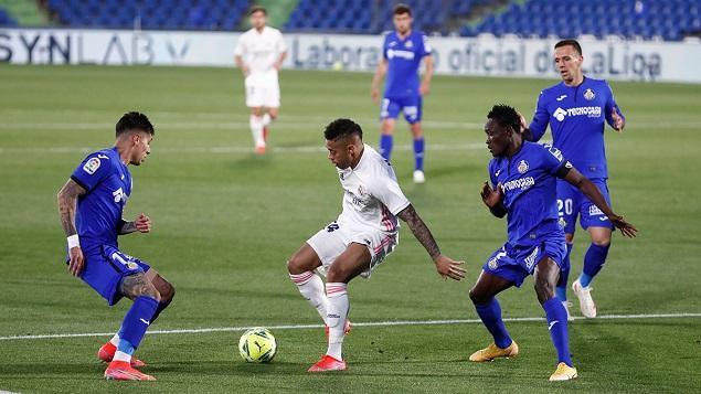 马里亚诺破门被吹于纳尔造险,皇马客场0-0赫塔菲