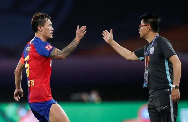 记者:前国脚王栋退役,进入淄博蹴鞠教练组担任助教