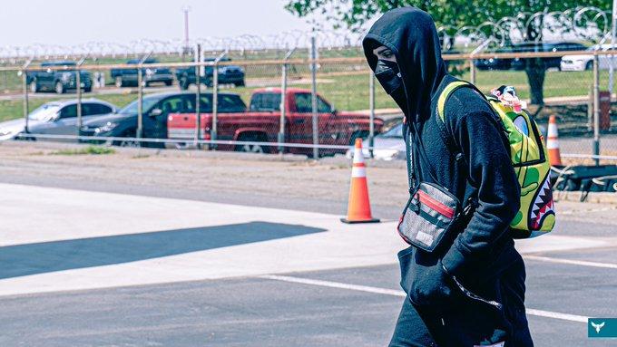 踢馆俄克拉荷马城!黄蜂官方晒球员登机照为明日的比赛预热插图(2)