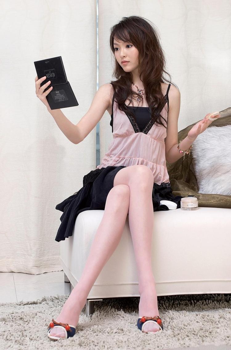 美女唐嫣淡粉丝袜写真—虎扑篮球图片中心