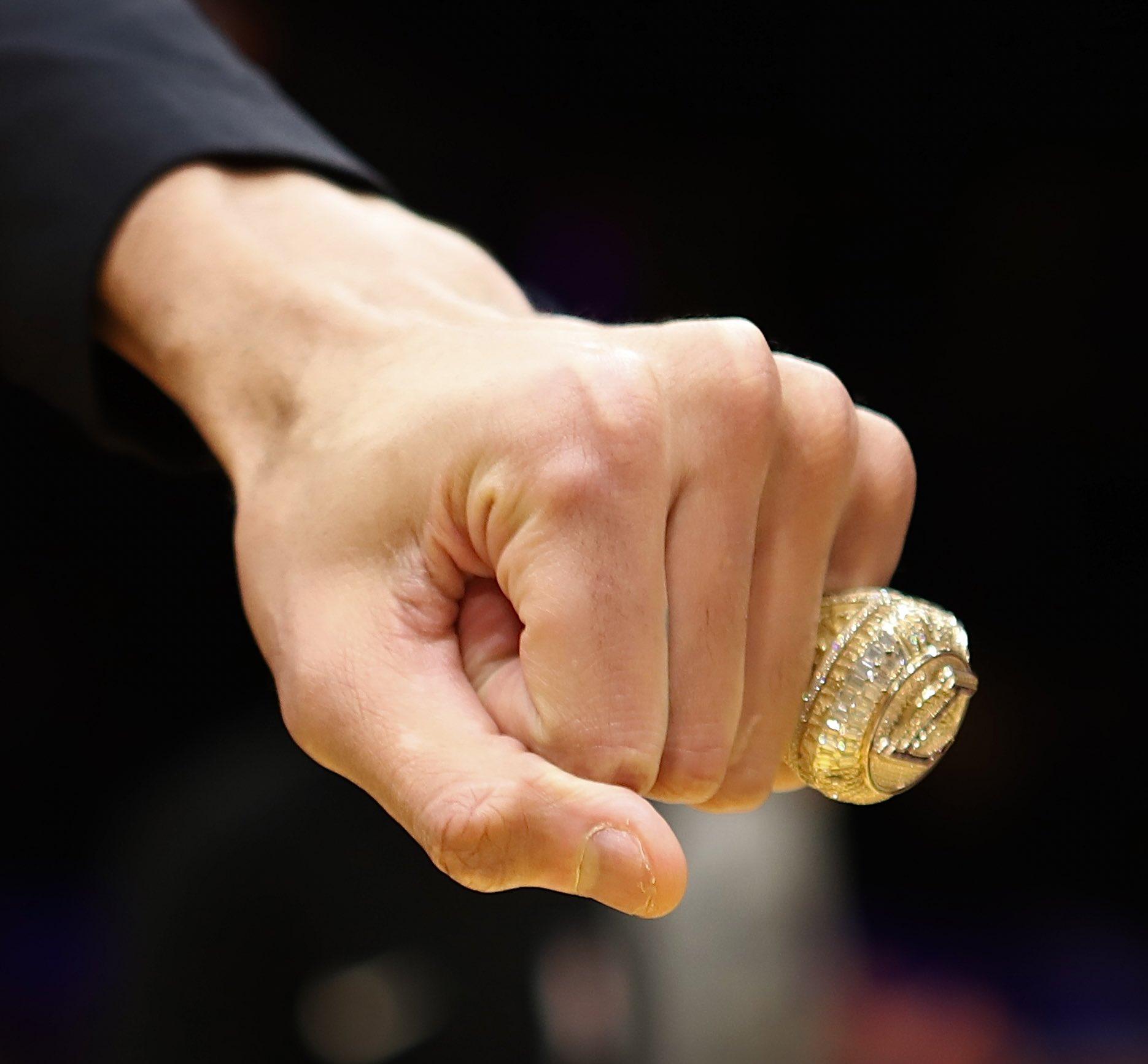 麦基:小波特非常欣赏我的总冠军戒指,向我表示祝贺插图(1)