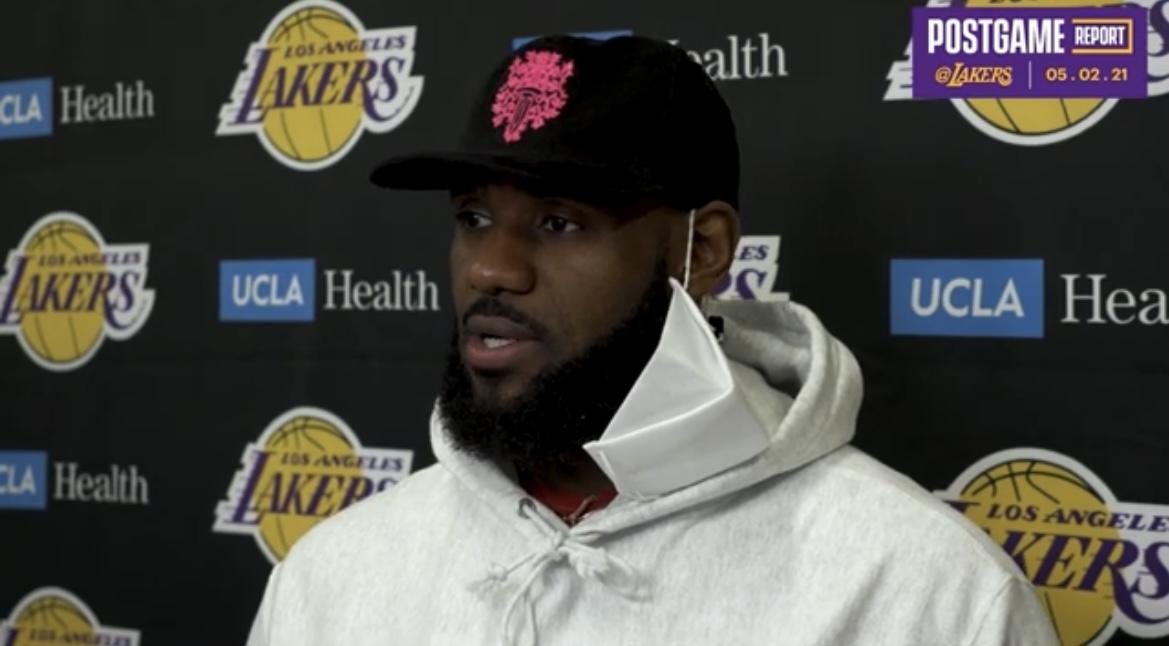 詹姆斯:我不想说自己过早复出,我只能在比赛中测试脚踝插图