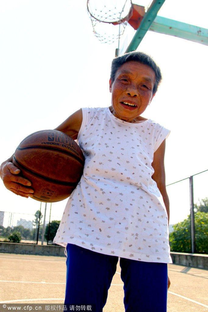 少年爱_感动!无腿少年爱篮球—虎扑篮球图片中心