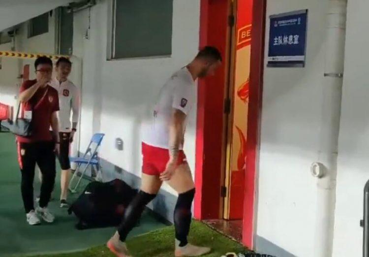 足球报:阿瑙托维奇去恒大更衣室为和卡帅打招呼,非走错