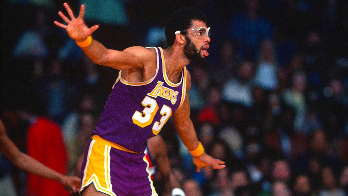1979年的今天贾巴尔得到25分15板11帽,生涯5次拿到25+15+10