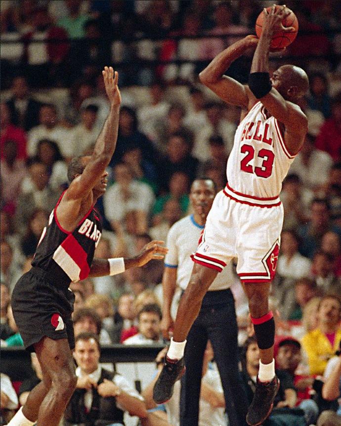 乔丹经典比赛视频_乔丹生涯50大经典瞬间—虎扑篮球图片中心