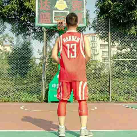 达克篮球俱乐部曾教练